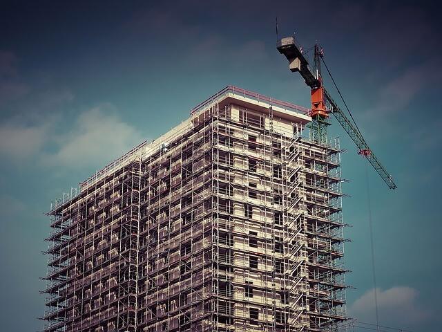 בניין מוקם על ידי אחת מחברות הבנייה